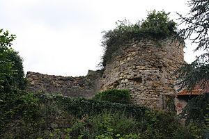 Ainay-le-Château - Image: Fortification Ainay le Château 011