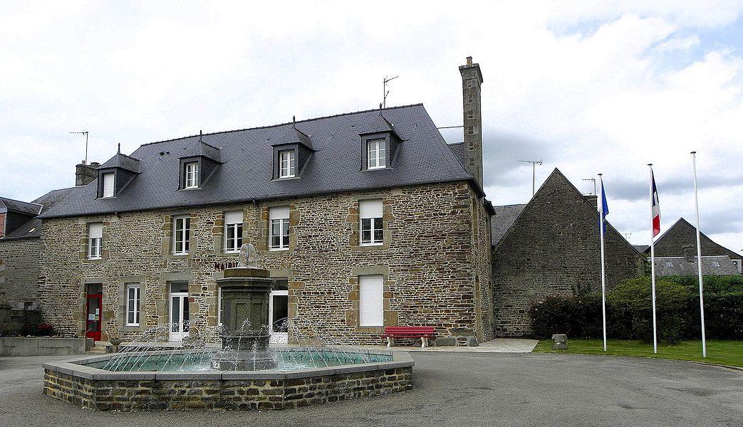 Mairie de Fougerolles-du-Plessis (53).