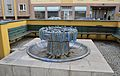 Fountain by Heidelinde Warlamis, Hetzendorferstraße, Vienna 03.jpg