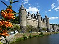 Fr Josselin Castle from river with flowers.JPG