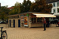 Freistehender Kiosk Liane Korbach am Herrenhäuser Markt Hannover Herrenhausen Gebäude von schräg links.jpg