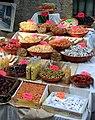 Fruits secs et confits sur le marché de Roquemaure.jpg