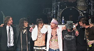 Guns N' Roses ve Venezuele roku 2010Zleva: Dizzy Reed, Bumblefoot, Richard Fortus, Axl Rose, DJ Ashba, Chris Pitman, Tommy Stinson