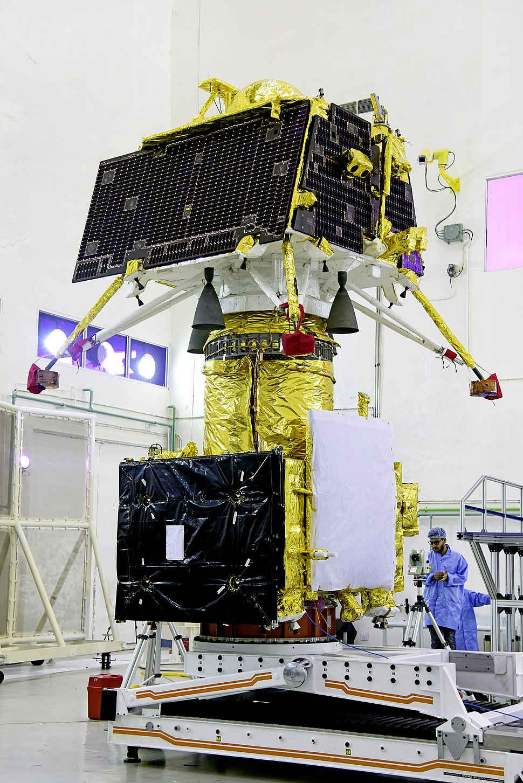 GSLV Mk III M1, Chandrayaan-2 - Vikram lander mounted on top of orbiter