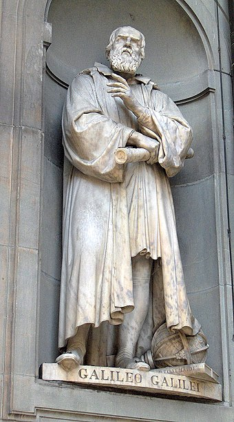Statue outside the Uffizi, Florence Galileo Galilei01.jpg