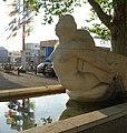 Gelpke-Brunnen mit der Galionsfigur aus Kalkstein im Rheinhafen (1941–1943) Im Hafenareal 1, Kleinhüningen, Basel von Willy Hege (1907–1976) (3).jpg