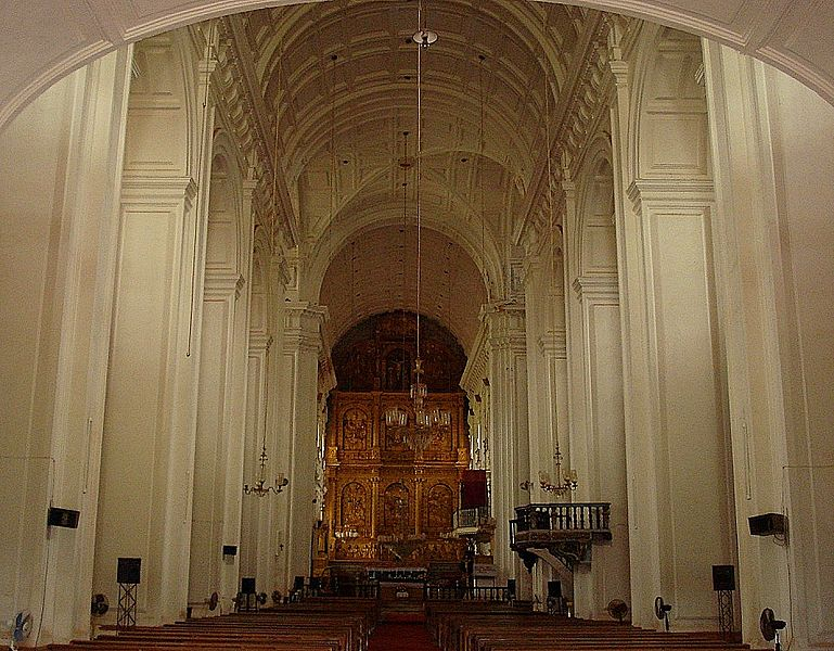 File:Goa-CathedralInterior.jpg