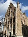 """Gotisch diephuis, eertijds """"Huis De Croone"""", Wijnzakstraat 2, Brugge.JPG"""