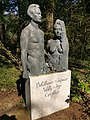 Grabmal Bildhauer-Ehepaar Willy und Inge Guglhör Waldfriedhof München.jpg