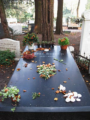 Harry Mulisch - Harry Mulisch' grave at Zorgvlied in 2011