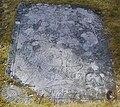 Gravsten från 1700-talet på Nya kyrkogården i Askim, som en gång har legat i Askims gamla medeltida kyrka, den 17 mars 2009.JPG