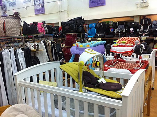 HK Central 畢打行 Pedder House Bumps to Babes store shop beds
