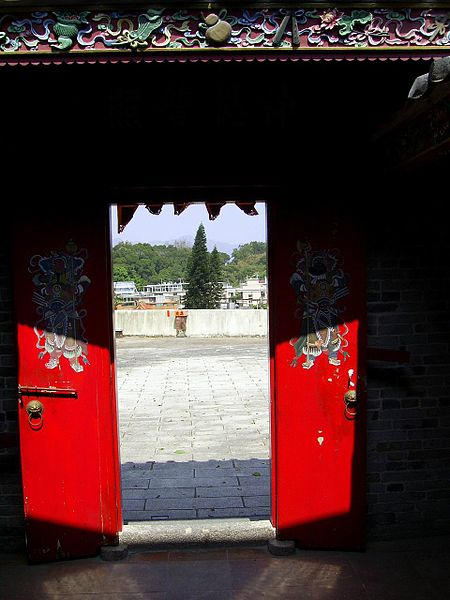 File:HK FanSinTemple Doors.JPG