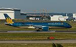HVN A350 VN-A886 30jun15 LFBO-4.jpg