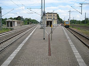 Hagenow Land station - Main platform seen from the southern end. The line towards Berlin on the right, towards Schwerin on the left
