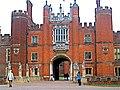 Hampton Court Palace, Richmond, London. - panoramio.jpg
