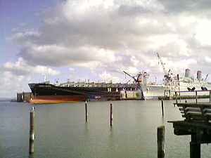 Cosco Busan oil spill - Cosco Busan laid up at Pier 70 for repairs. Next to it is the SS ''Oceanic''.