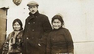 Harry Whitney - Harry Whitney and Inuit Women, 1910