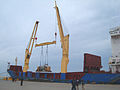 Heavylift skib BBC Japan unloading.jpg