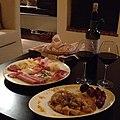 Hellas Vin rouge grec servi à table.jpg