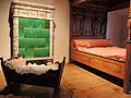 Historisches Schlafzimmer mit Krippe und Kachelofen - Stadtmuseum Rapperswil 2013-02-02 16-43-45 (P7700).JPG
