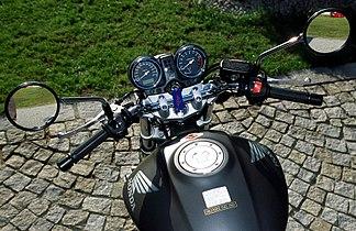 Honda Hornet 900 2.jpg