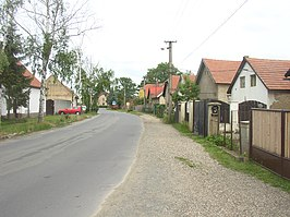 Hostin u Vojkovic CZ thoroughfare in W towards E 330.jpg