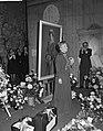 Huldiging Ida Wasserman en Bob van Leersum . Ida Wasserman bij schilderij, Bestanddeelnr 913-1970.jpg