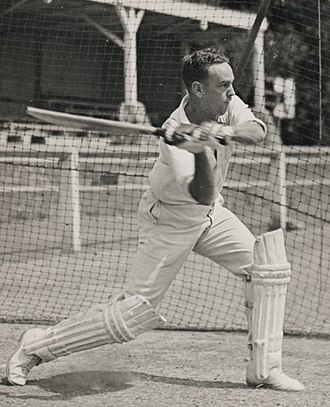 Ian Johnson (cricketer) - Johnson batting