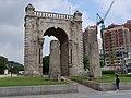 Independance Gate, Seoul 1.jpg