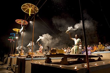 India - Varanasi puja ceremony - 1772.jpg