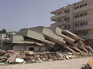 1999 İzmit earthquake - Damage from the Izmit earthquake