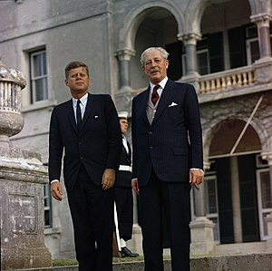 Nassau Agreement - The President of the United States, John F. Kennedy (left) and the Prime Minister of the United Kingdom, Harold Macmillan (right) in Bermuda on 21 December 1961