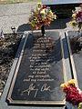 Johnny Cash grave Hendersonville Memory Gardens Hendersonville TN 2013-12-27 002.jpg