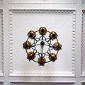 Kłodzko - ratusz - żyrandol w holu. Foto Barbara Maliszewska.jpg