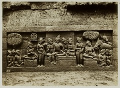 KITLV 27981 - Kassian Céphas - Relief of the hidden base of Borobudur - 1890-1891.tif