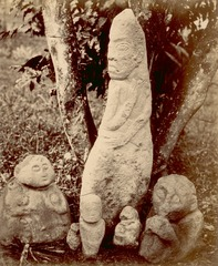 KITLV 87633 - Isidore van Kinsbergen - Sculptures coming from Soekoredjo and Tjitjapar in Kendal - Before 1900.tif
