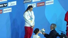Fájl:Katinka Hosszú shatter world record in winning 400-meter individual medley gold - Ceremony.ogv