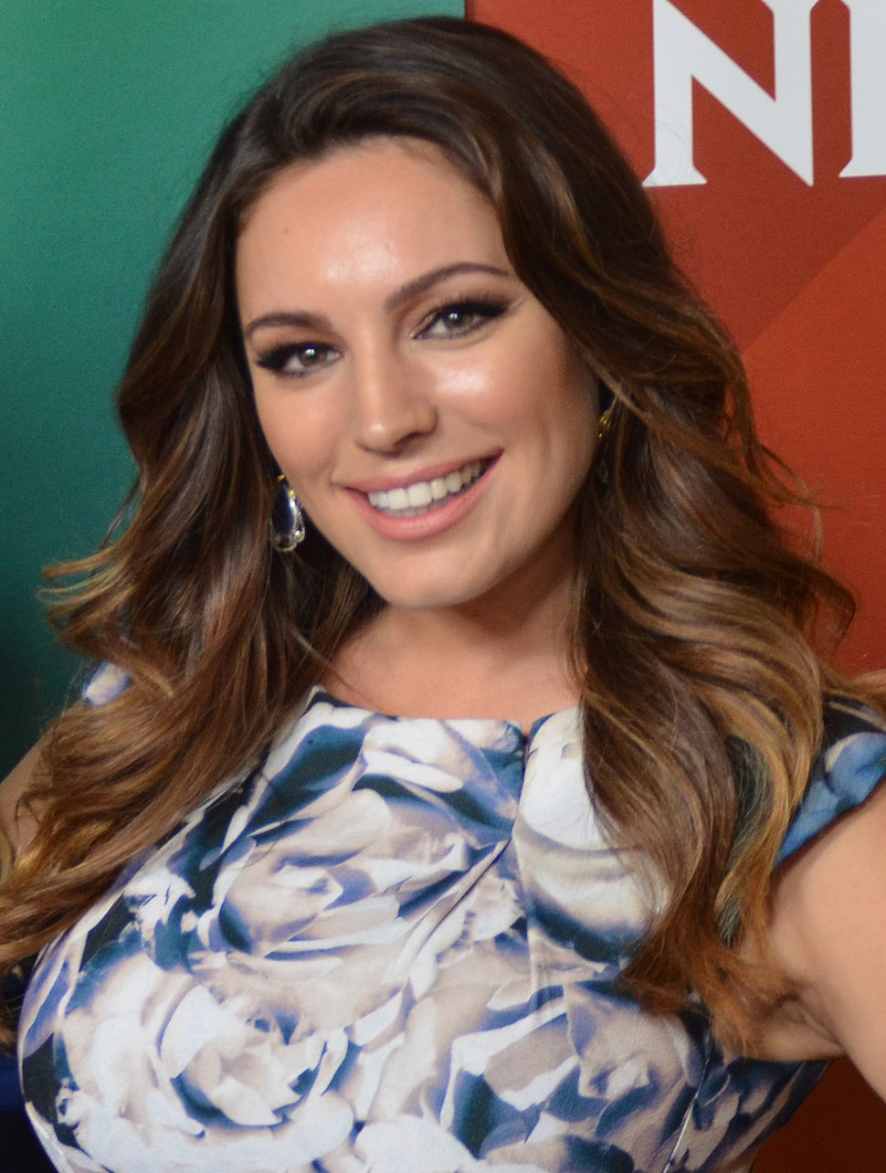 Kelly Brook at 2015 TCA (cropped)