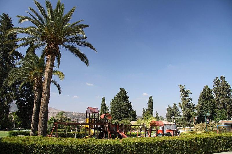File:Kibbutz Geva in summer 2011 (2).JPG