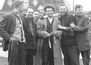 Trevor Kincaid - Trevor Kincaid (center), surrounded by students, on the University of Washington campus in 1914