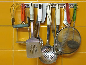 Kitchen utensil - Image: Kitchen utensils 01