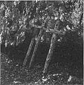 Križi pred vhodom v jamo pod stenami 1943.jpg