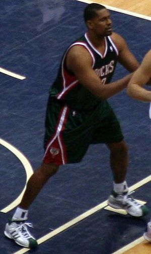 Kurt Thomas (basketball) - Thomas with the Milwaukee Bucks