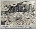 Långorna torkas. Mollösund Juli 1899 . Fisk hänger och ligger på tork ute på skärgårdsklippor - Nordiska museet - NMA.0052191.jpg