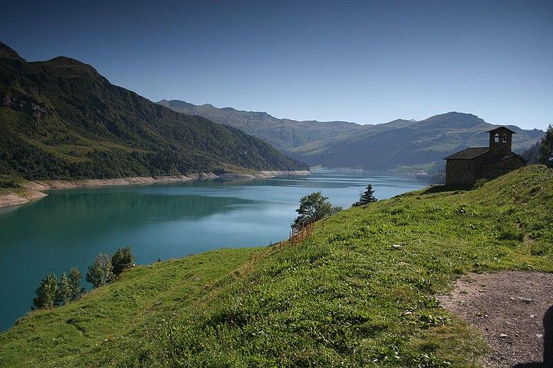 Fichier:Lac et Chapelle de Roselend.JPG