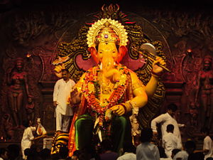 English: Lalbaugcha Raja on 7th Day in 2011