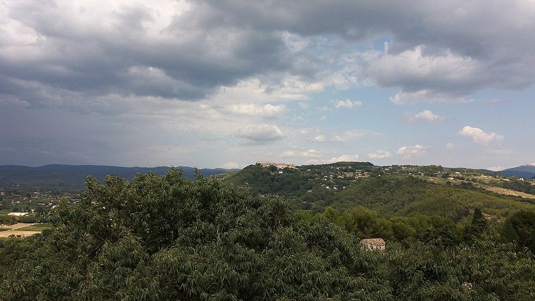 Le Castellet vu depuis La Cadière d'Azur.