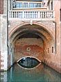 Le canal souterrain (Venise) (6186140318).jpg