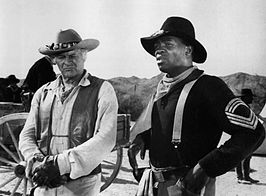 Leif Erickson en Yaphet Kotto (rechts), in The High Chaparral in 1968